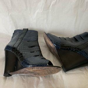 Rebecca Minkoff Shoes - Rebecca Minkoff Black and Navy Wedges 36.5